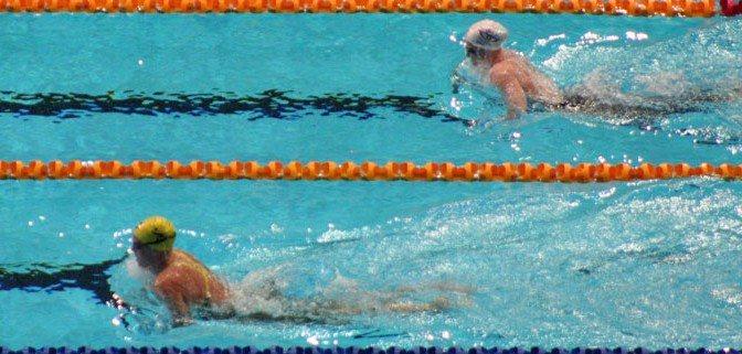 Leisel Jones (bottom) leads Kirsty Balfour in the 200m breaststroke